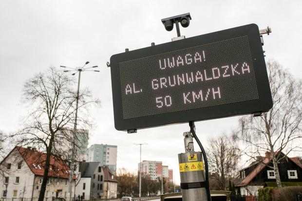 Ograniczenie prędkości na al. Zwycięstwa i Grunwaldzkiej w Gdańsku obowiązuje od soboty 13 marca.