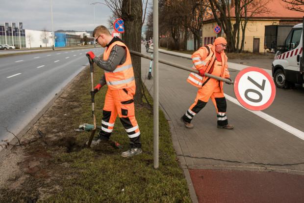 W sobotę drogowcy zdemontowali dotychczasowe znaki z ograniczeniem do 70 km/h.