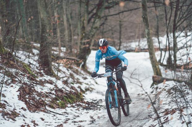 W zawodach wzięli udział rowerzyści i biegacze, którzy ścigali się na tych samych trasach.
