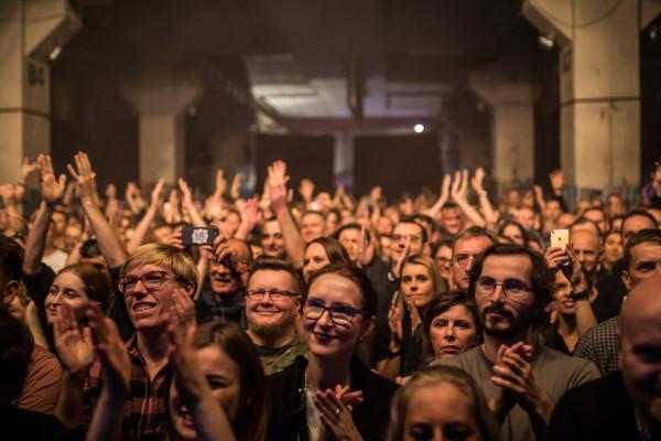 B90 otwarty został w sierpniu 2013 roku. Klub szybko zdobył sobie uznanie artystów, jak i miłośników koncertów.