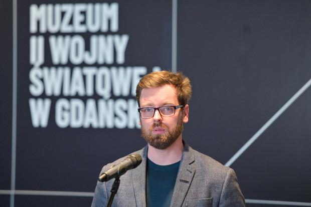 Rys historyczny pochówków na Westerplatte przybliżył dziennikarzom Wojciech Samól, kustosz działu naukowo-edukacyjnego Muzeum II Wojny Światowej w Gdańsku.
