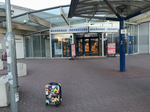 Lotnisko w Sztokholmie to właściwie jedyne miejsce, w którym należy pozostawać w maseczce na twarzy.