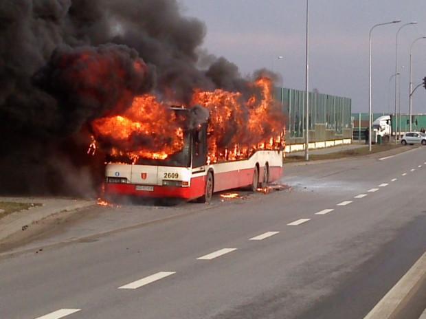 2014 r. - pożar autobusu na Kartuskiej w Gdańsku.