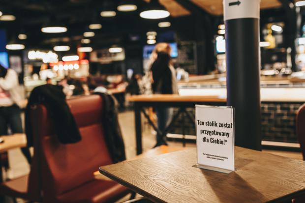 Restauratorzy zgodnie przyznają, że najlepsze rozwiązanie to umożliwienie im prowadzenia działalności. Niestety, przynajmniej do 7 kwietnia goście nie zasiądą przy stolikach.