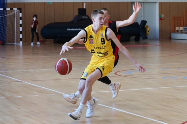 W meczu z Anwilem w Energa Basket Lidze zadebiutował 15-letni Szymon Nowicki. Koszykarz Asseco Arki Gdynia zdobył 3 pkt trafiając w ostatniej sekundzie meczu.