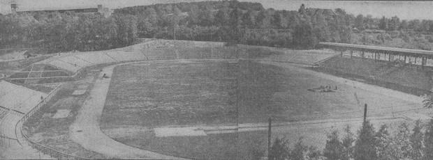 """Zdjęcie rozbudowanego stadionu przy ul. R. Traugutta 29 (wówczas: St. Michaelisweg 73a), 1934 r. Za: """"Danziger neueste Nachrichten"""", 25.06.1934 r."""