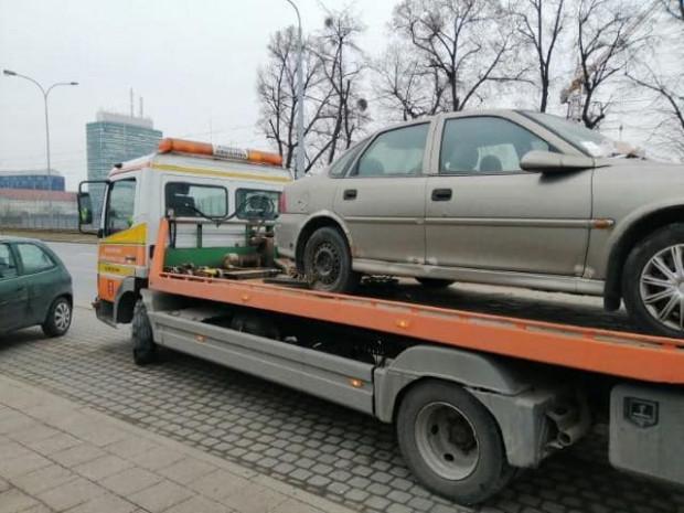 Samochód z ul. 3 Maja odholowano po publikacji naszego artykułu.