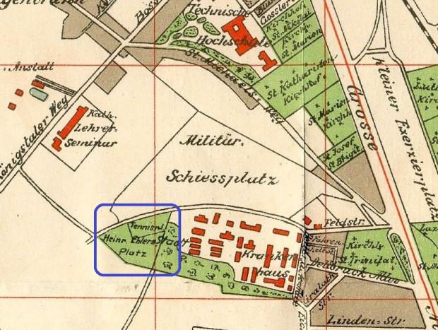 Rejon ul. M. Smoluchowskiego w 1912 r. Przy ul. J. Sobieskiego stoi już gmach Królewskiego Seminarium Nauczycielskiego (z 1908 r.), powyżej ul. R. Traugutta - kompleks politechniki (z 1904 r.), a poniżej strzelnic wojskowych - zespół nowoczesnego Szpitala Miejskiego (z 1911 r.). Widać też nowy kompleks sportowy miasta, czyli Heinrich-Ehlers-Platz (oddany do użytku w 1910 r., a uroczyście otwarty w 1911 r.).
