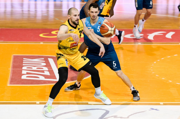 Paweł Leończyk w meczu z Polskim Cukrem Toruń zaliczył najlepszy występ w tym sezonie. Zdobył 20 punktów i zebrał 10 piłek, dzięki czemu zapisał double-double.