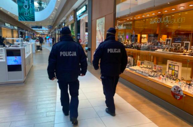 Policja prowadzi regularne kontrole tego, jak przedsiębiorcy stosują się do ograniczeń związanych z pandemią.