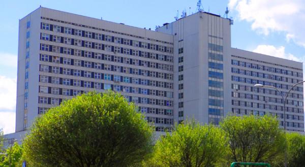 W nocy zapadła decyzja o przewiezieniu ciężko poparzonego mężczyzny do Szpitala Specjalistycznego im. Ludwika Rydygiera w Krakowie, gdzie działa Małopolskie Centrum Oparzeń.