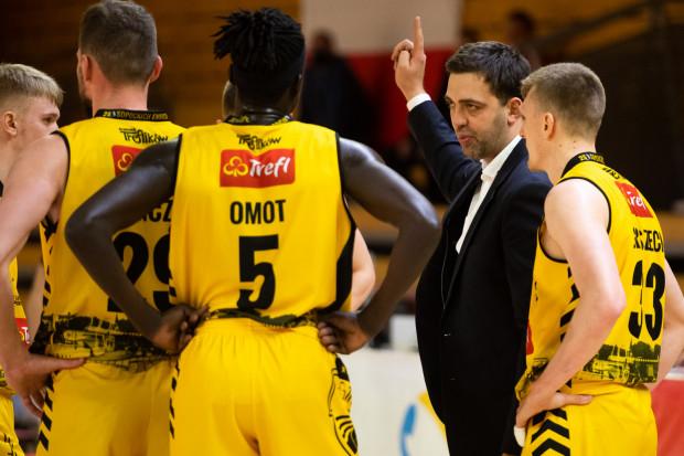 - Atakujemy górne pozycje w tabeli - taki kierunek zdaje się wskazywać koszykarzom Trefla Sopot trener Marcin Stefański.