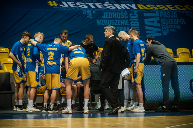 Koszykarze Asseco Arki Gdynia przegrali w Radomiu, co oznacza dla nich najgorszy sezon w historii klubu. Żółto-niebiescy zakończyli go na przedostatnim miejscu.