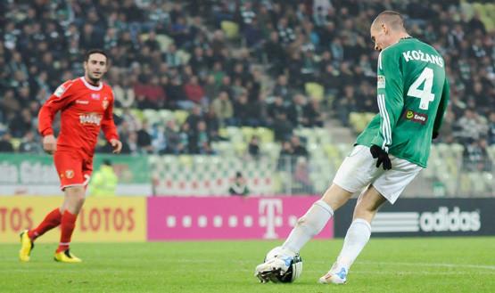 Sergejs Kożans był jednym z najlepszych aktorów sobotniego meczu, ale nawet jego przestaje cieszyć gra bez straty gola, skoro Lechia nie wygrywa.