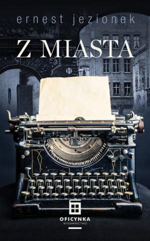 """""""Z miasta"""" to zbiór opowiadań Ernesta Jezionka."""