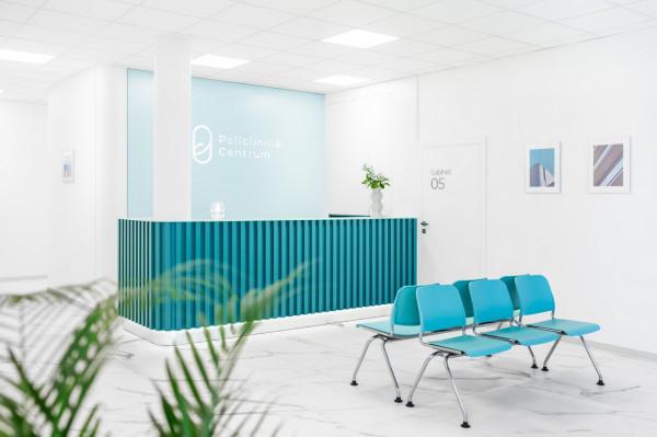 Jednym z projektów komercyjnych wnętrz, które zaprojektowała Magdalena Wieczorek, jest przychodnia Policlinica Centrum.