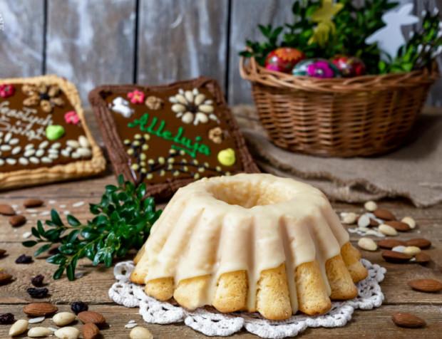 Aromatycznych wielkanocnych wypieków z dodatkiem bakalii, oblanych lukrem, czekoladową polewą lub oprószonych cukrem pudrem nie może zabraknąć na świątecznym stole. Zarówno te tradycyjnie przygotowane, jak i odrobinę urozmaicone ciasta znajdziemy w ofercie trójmiejskich cukierni i piekarni.