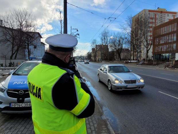 27-letni mieszkaniec powiatu grudziądzkiego o 100 km/h przekroczył dopuszczalną prędkość w terenie zabudowanym jadąc autem z prędkością 150 km/h. Inni pędzili 126, 109 i 106 km/h. Zdjęcie ilustracyjne.