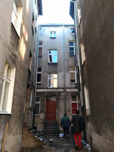 Mieszkanie podobnie jak sam budynek należy do miasta.