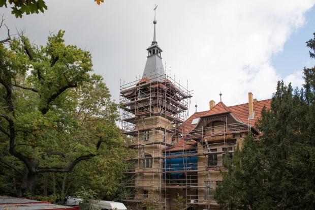 Zabytkowy zespół willowo-parkowy przy ul. Goyki 1-3. Remont i rewaloryzacja budynku przeznaczonego na Art Inkubator - stan prac w listopadzie 2019.