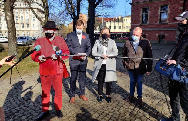 Przedstawiciele Wszystko dla Gdańska zorganizowali we wtorek konferencję, na której przedstawili pomysł, jak ochronić drzewa w mieście.