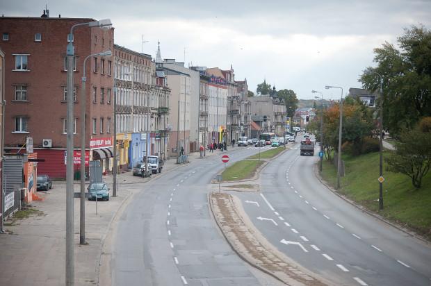 Jednym z dwóch miejsc, gdzie urzędnicy w miejsce bruku chcą posadzić zieleń, są pasy rozdziału jezdni na Trakcie św. Wojciecha na Oruni.