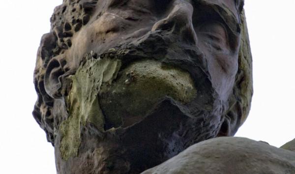 Działacze z Biskupiej Górki już kilka lat temu mieli interweniować ws. rzeźby u odpowiednich organów. Niestety, z daremnym skutkiem. Zdjęcie zostało wykonane w lutym 2013 r.
