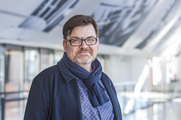 Romuald Wicza-Pokojski od listopada 2011 r. był dyrektorem Teatru Miniatura. Od 2018 r. pełni obowiązki dyrektora Opery Bałtyckiej.