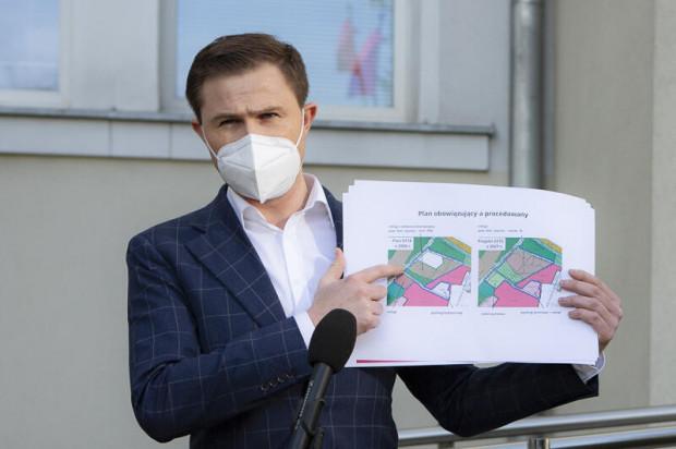 - Nie wycinamy lasu, a nowy plan chroni zieleń na tym terenie bardziej niż obowiązujący obecnie - przekonuje wiceprezydent Piotr Grzelak.