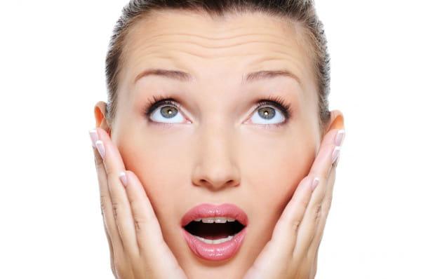 Zmarszczki mimiczne powstają pod wpływem nieustannego ruchu mięśni naszej twarzy - to ślady po naszych emocjach: złości, zdziwieniu, gniewie, radości.