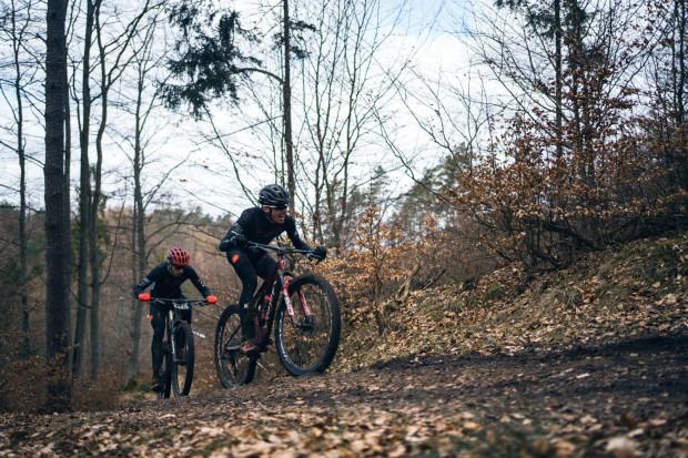 Pomimo obostrzeń udało się zorganizować ściganie zawodowców i amatorów kolarstwa w Barłominie.