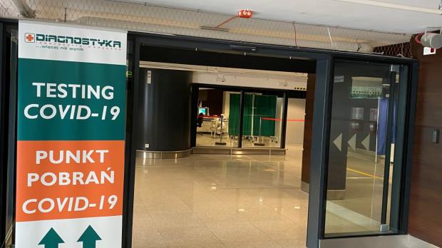 Punkt pobrań i rejestracji na szybkie testy na terenie gdańskiego lotniska został umiejscowiony w terminalu pasażerskim T2.