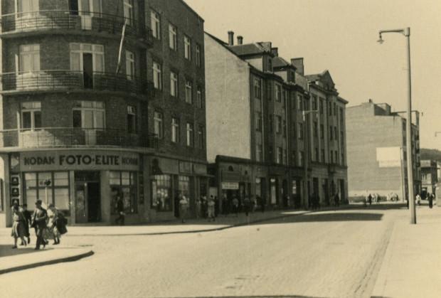 Tegoroczna edycja Open House Gdynia poświęcona jest fotografii. Zwiedzający będą̨ mieli okazję spojrzeć na Gdynię z perspektywy doskonałych, starych kadrów.