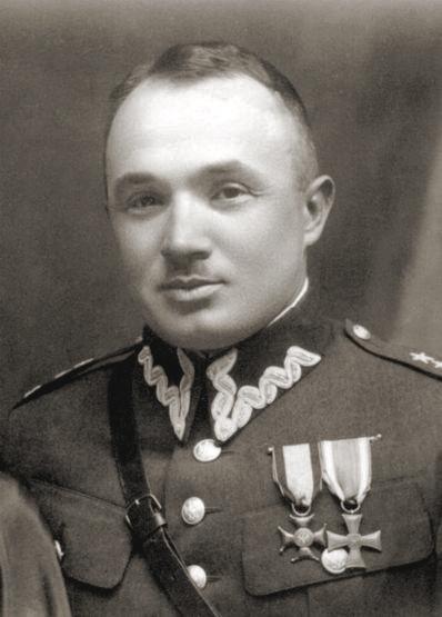 Stanisław Dąbek, pułkownik piechoty Wojska Polskiego, dowódca Morskiej Brygady Obrony Narodowej i p.o. dowódcy Lądowej Obrony Wybrzeża podczas kampanii wrześniowej. Odebrał sobie życie strzałem w głowę 19 września 1939 na Kępie Oksywskiej.