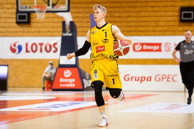 Łukasz Kolenda 8 ze swoich 22 pkt rzucił w ostatniej kwarcie, ale nie zdołał poprowadzić Trefla do wygranej we Wrocławiu.