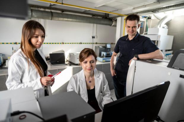 Dziś EkotechLAB to zespół 10 naukowców, absolwentów Politechniki Gdańskiej i Uniwersytetu Gdańskiego.