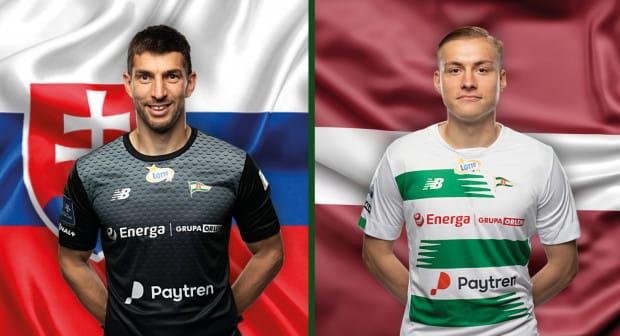 Dusan Kuciak (z lewej) i reprezentacja Słowacji pokonali w eliminacjach do mistrzostw świata Rosję. Kristers Tobers (z prawej) w barwach Łotwy zremisował z Turcją, ale na sumieniu ma rzut karny.