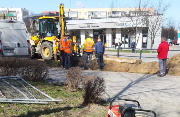 Trwa usuwanie skutków awarii wodociągowej na Chełmie.