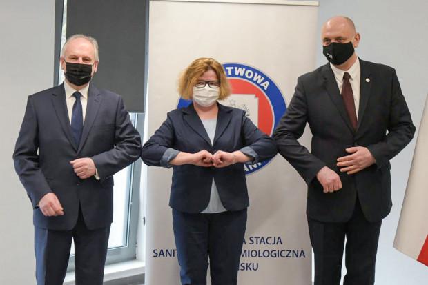 Zdjęcie z otwarcia nowej siedziby sanepidu zamieszone na stronie Urzędu Wojewódzkiego. Mediów na uroczystość nie zaproszono.