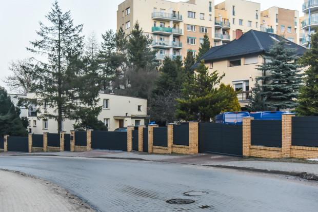 Gdynia-Wielki Kack. Domy przy ulicy Górniczej - numery 2, 3 i 3A.