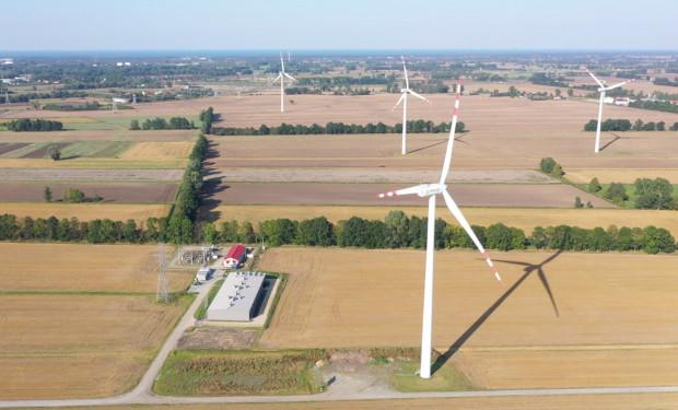 Hybrydowy magazyn energii BESS przy farmie wiatrowej Bystra.