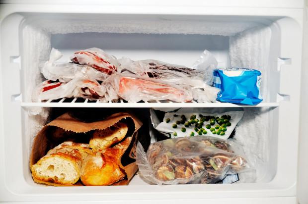 Odpowiedni sposób przechowywania może wydłużyć przydatność do spożycia wielu gotowych potraw. Jedzenie zabezpieczymy przed zepsuciem, a siebie przed zatruciem.