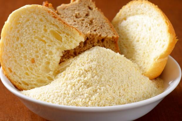 Czerstwe pieczywo można przerobić na grzanki albo bułkę tartą.