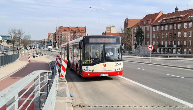Autobusy miejskie jeżdżą już po nowych buspasach.