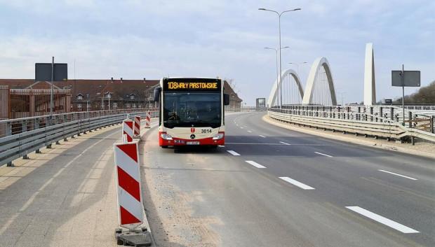 Buspasy utworzono na wiadukcie Biskupia Górka.