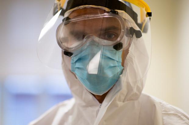Z powodu trzeciej fali koronawirusa placówki medyczne zostały ponownie zmuszone do wstrzymania w znacznej części przyjęć planowych, aby być w stanie zabezpieczyć personel medycznych skierowany do walki z COVID-19.