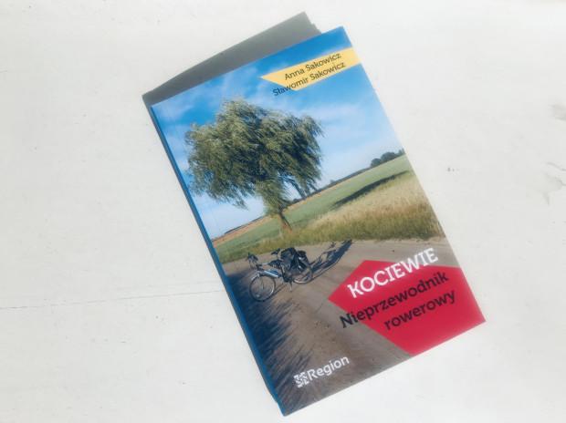 """W """"Nieprzewodniku..."""" znajdziemy opisy 20 tras rowerowych po Kociewiu."""