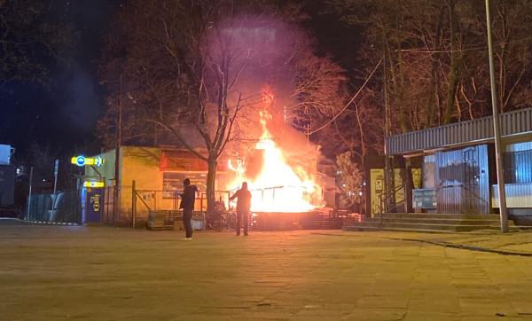 W Oliwie przed północną spłonął warzywniak.