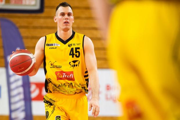 Nikola Radicević w wywiadzie z nami mówi czego zabrakło Treflowi Sopot w obu meczach we Wrocławiu i co trzeba zrobić, by odwrócić stan rywalizacji. Dzień przed spotkaniem opowiada również o przeżywaniu Wielkanocy w Serbii.