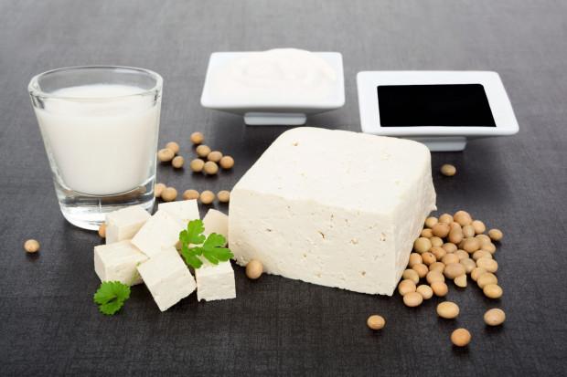Soja i wykonany z niej serek znajdują się w czołówce produktów roślinnych bogatych w wapń, jak również są cennym źródłem białka.